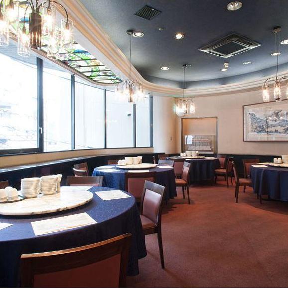 最大30名様までご利用いただけるテーブル個室。会社の飲み会や季節の宴会に人気のお部屋です。