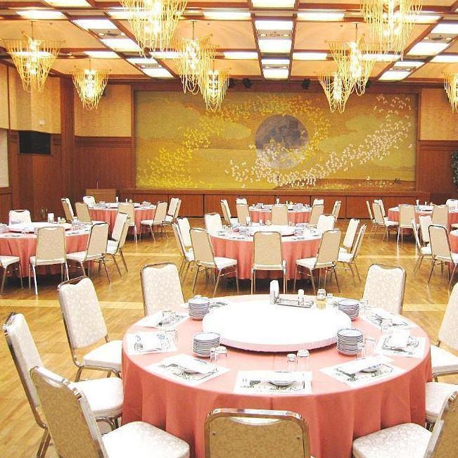 80名様から200名様まのでご宴会に。立食、着席、どちらも対応致します。広さを生かしたダンスパーティや、同窓会などにご利用頂けます。