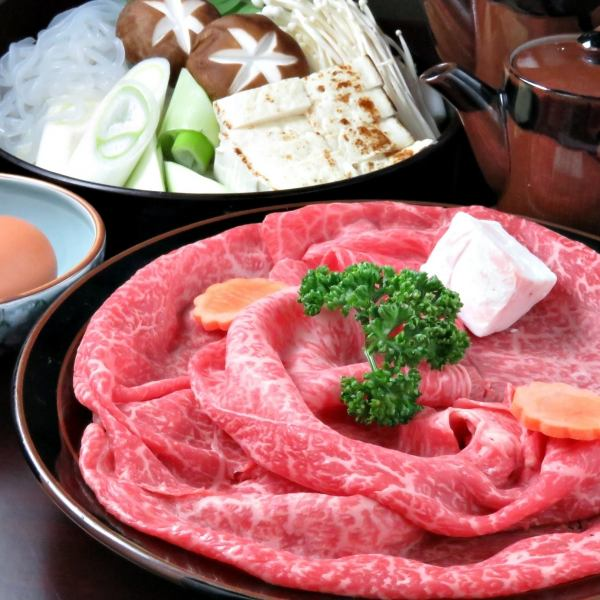 【Specialties】 Signboard menu of Sanyo-tei, sukiyaki is 2900 yen for single item (excluding tax).The special cow is 4000 yen (excluding tax) for single item single person.