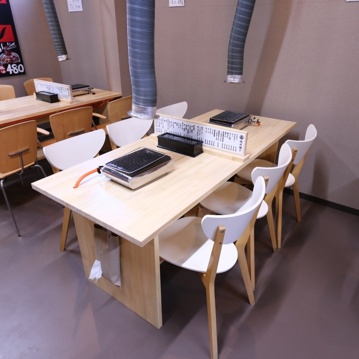 It will be OK table seat for 2 people up to 6 people.It is perfect for returning to work and drinking party with colleagues ☆ It is also recommended for small banquet / farewell reception party!