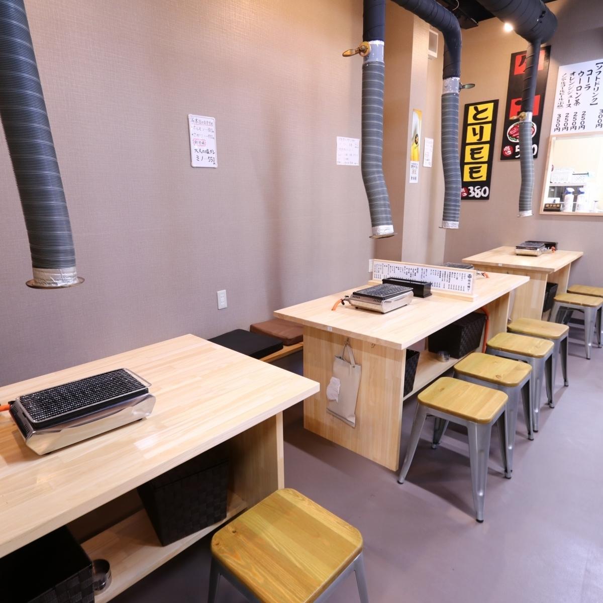 它是沙發和椅子的座位,最多可容納8人。我們會根據人數準備。您可以在每個場景中享受Yakiniku派對。推薦小宴會/歡迎招待會!