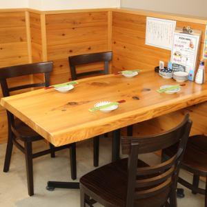 这是一个4人的桌子。