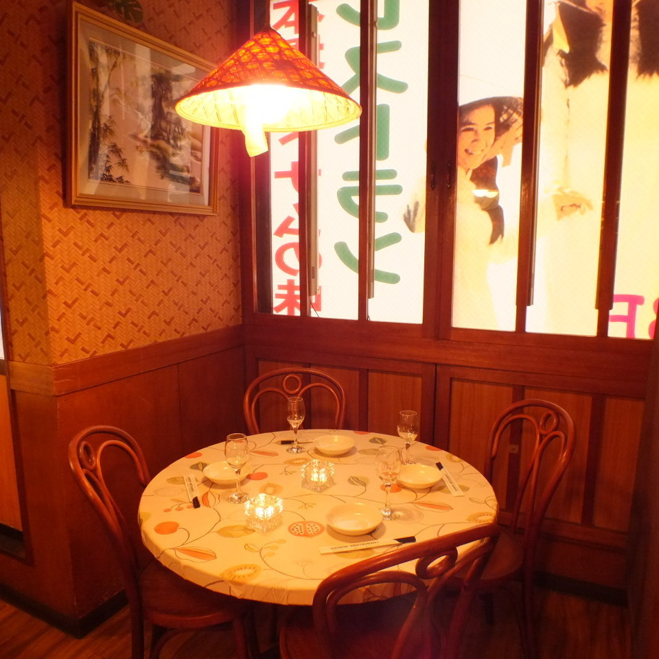 Half-room for 4 to 5 people.You can dine slowly without concern for the eye.