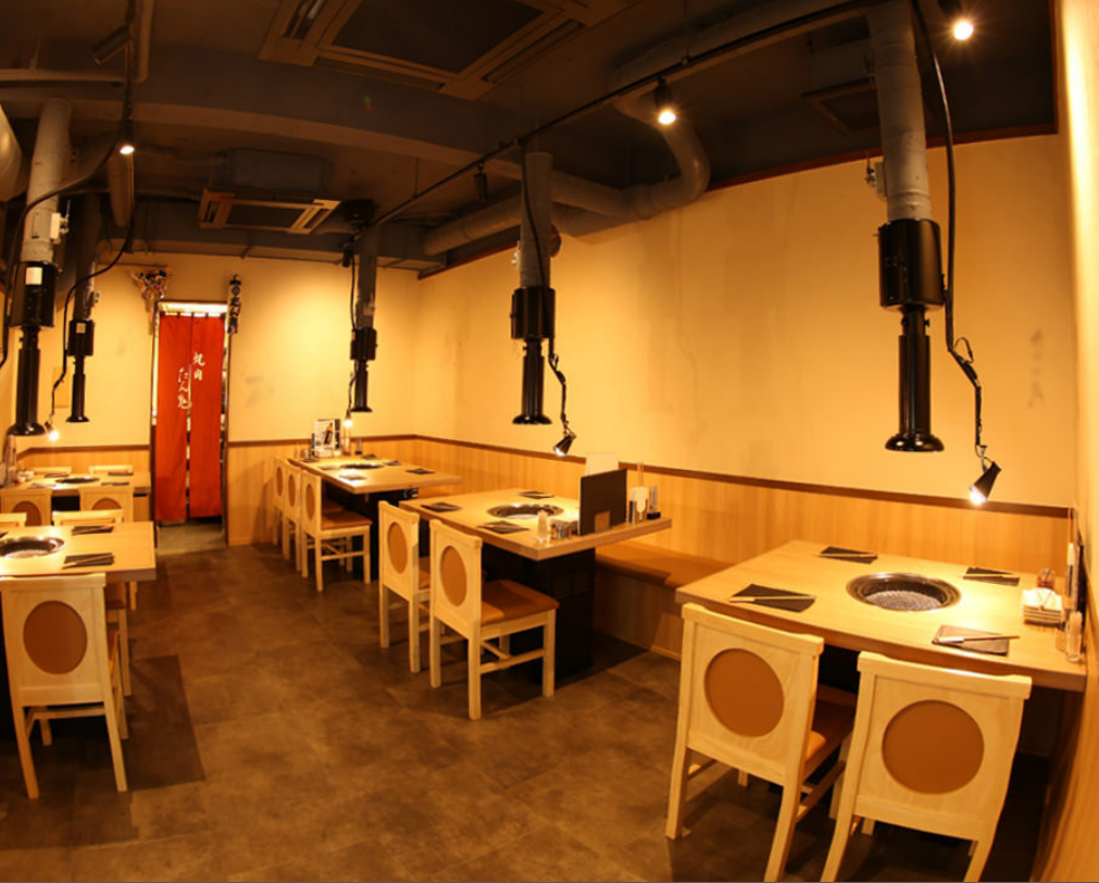 【1st floor】 1st floor floor up to 22 persons totaling 4 persons 4 tables, 6 people for 1 person table
