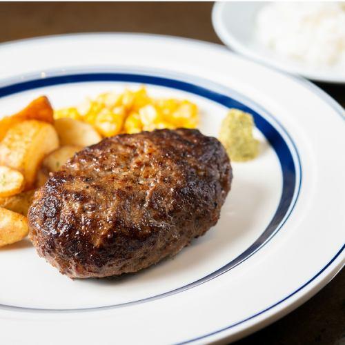 重量感たっぷり肉肉しい!「プレミアムハンバーグ」