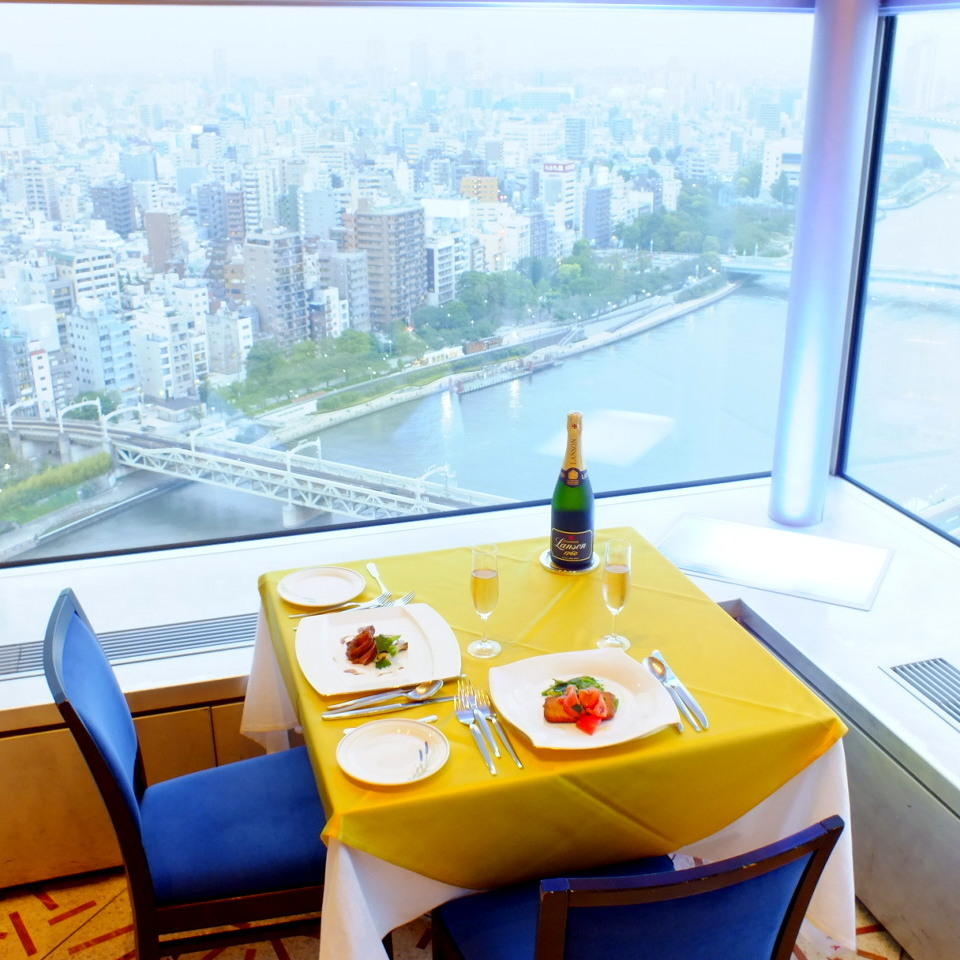 Lunch while watching the state of the city is exceptional.A sky tree (R) can be seen from the high-rise seat on the window from the luxurious lunch to a high quality moment to ...