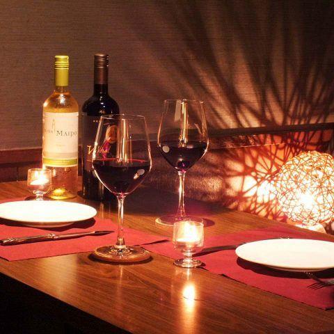 ソファー席の半個室をご用意☆カップルシートとしてデートや記念日はもちろん、女子会、誕生日のお祝いなどプライベートなご宴会をお楽しみください。