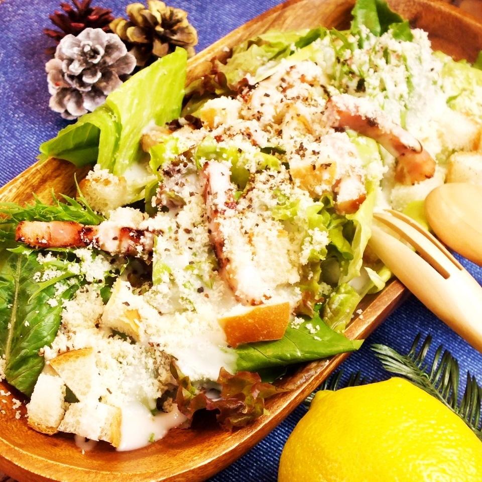 파르 미자 노 치즈의 클래식 시저 샐러드
