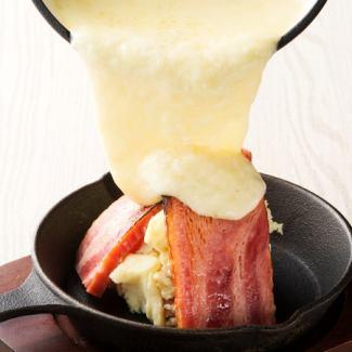 厚切り炙りベーコンのチーズがけ