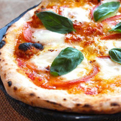 【もっちりナポリ風ピザ】トマトとモッツァレラのマルゲリータ
