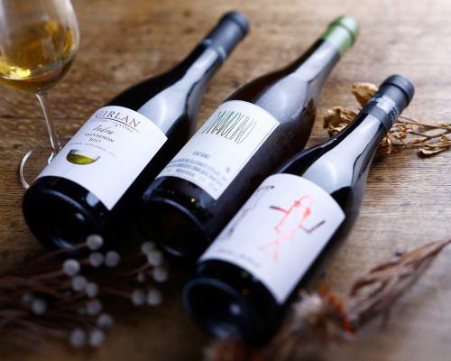自然派ワインをお楽しみください!!/グラス 680円(税込)~から各種ご用意。