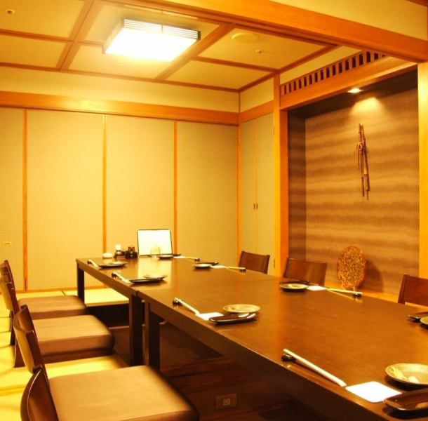 There is also a complete private room which is recommended for the important seats such as company banquets and entertainment.Private rooms that can be used widely, such as welcome party, pick-up party, girls' party, anniversary, birthday party, year-end party, new year's party are popular !!* The available time of the elevator will be until 22:00.