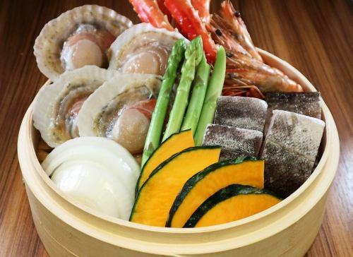 ~北の恵みのせいろ蒸し~たらば蟹・ずわい蟹・鮭・鱈・帆立・海老など季節の海鮮と季節野菜の蒸篭
