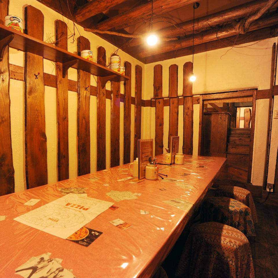 【1F】14名様まで利用できるテーブル個室。
