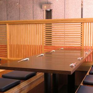 9~10名様でのご使用も可能(2名席と4名席の組み合わせ)/その他テーブルの組み合わせによって最大18名様迄ご対応!貸切は30名様迄ご対応◎※画像は8名席バージョン