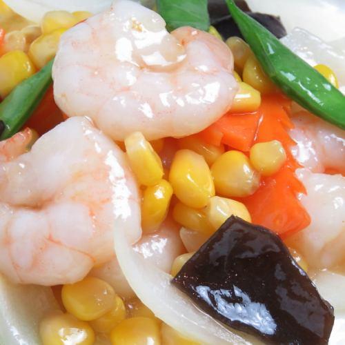 エビとスイートコーンと彩り野菜の塩炒め