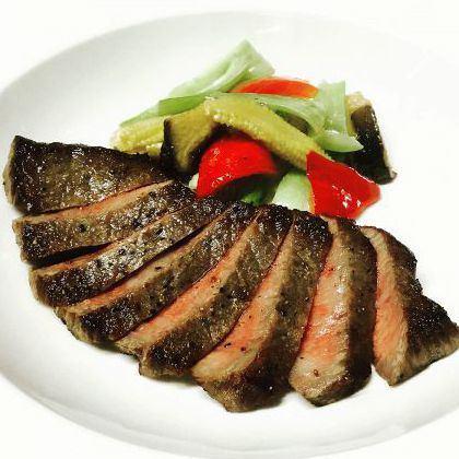 長崎県産牛モモ肉のステーキ