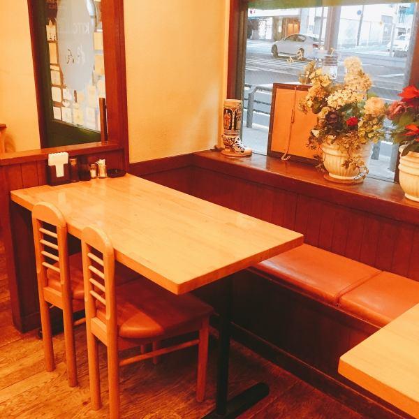 靠窗的座位會放鬆或放鬆,一邊欣賞外面用餐。吃西式廚師爽朗威猛,身體也肯定心裡也放鬆♪
