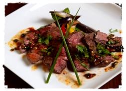 牛肉ロースステーキのアジアスパイシーソース