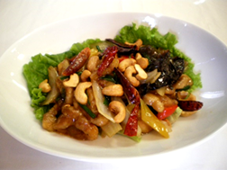 Stir-fried chicken and cashew nuts with oyster sauce