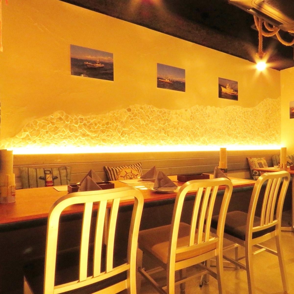 坐墊和牆壁形成了大海的形象,大氣層有4人×1座位和2人×4座位的私人房間♪最多16人可以使用★它是女孩社會的完美之選!