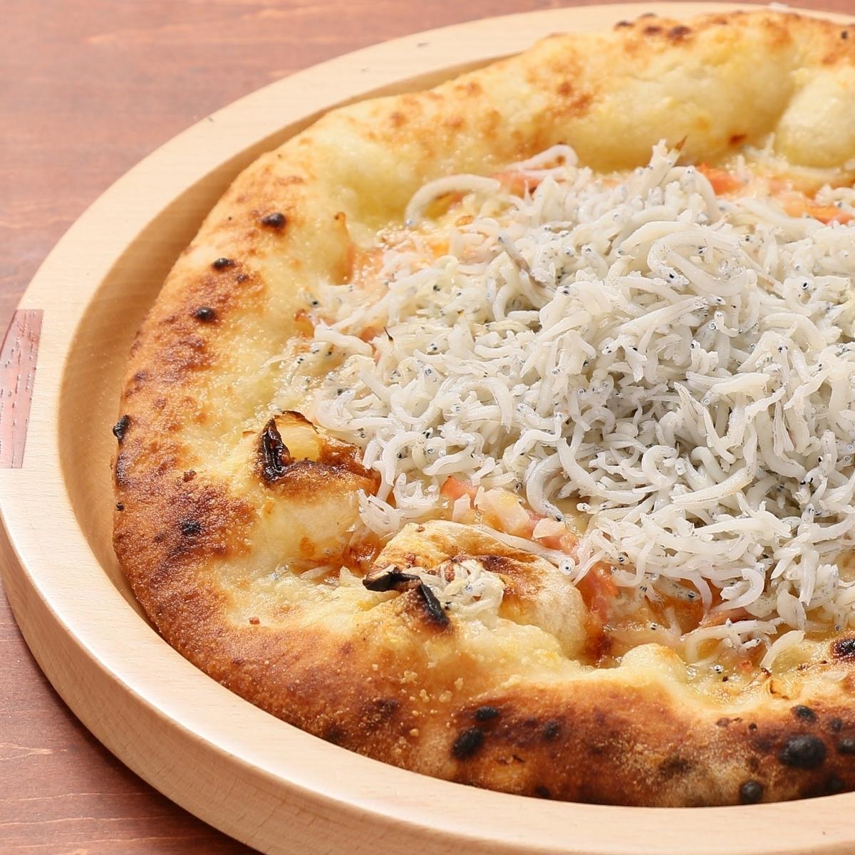 가마 아게 멸치와 모짜렐라 치즈 피자 (비안)