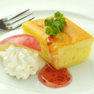 [Today's] Cheese cake with ice cream