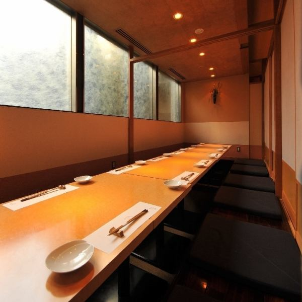 【Room Number 2-5】 Completely private dining room which you can use for up to 16 people.It is ideal for use in various scenes such as banquet, dinner party, entertainment, and face-to-face meetings.For popular seats, reservations are recommended as soon as possible.Please do not hesitate to tell us your preliminary content.