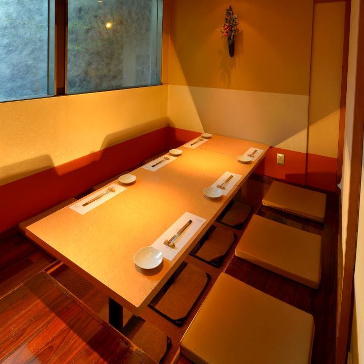 【Room number 4-5】 Completely private dining room type available for maximum 8 people.It is ideal for use in various scenes such as banquet, dinner party, entertainment, and face-to-face meetings.For popular seats, reservations are recommended as soon as possible.Please do not hesitate to tell us your preliminary content.