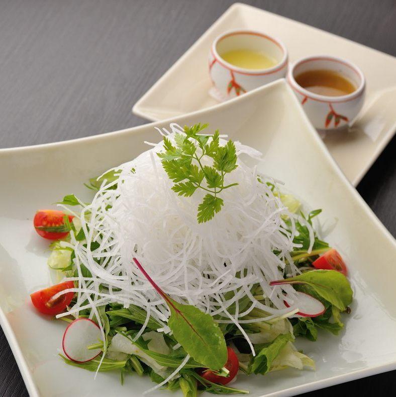 大根水菜サラダ(ゴマ油風味正脂ドレッシング)
