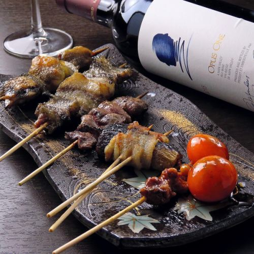 自家製タレが決め手の「室蘭焼鳥」をはじめ、鶏の希少部位や、自慢の串焼きをお楽しみ下さい