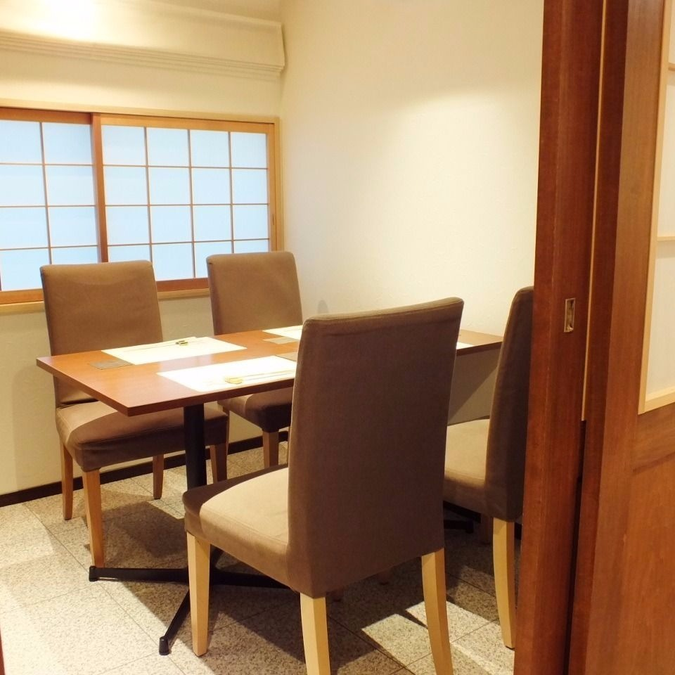 It is available for 2 to 4 people ◎ Elegant private room that is perfect for entertainment and meeting.
