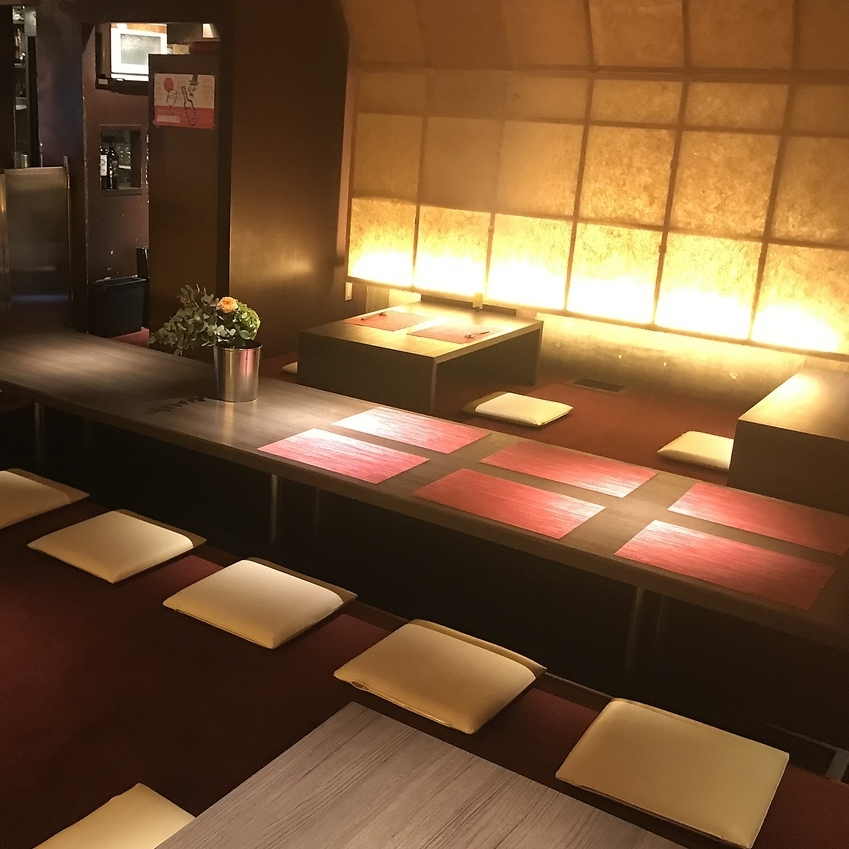 Enjoy your handmade dishes all the time! The inside of the shop becomes dim, and the atmosphere is outstanding!
