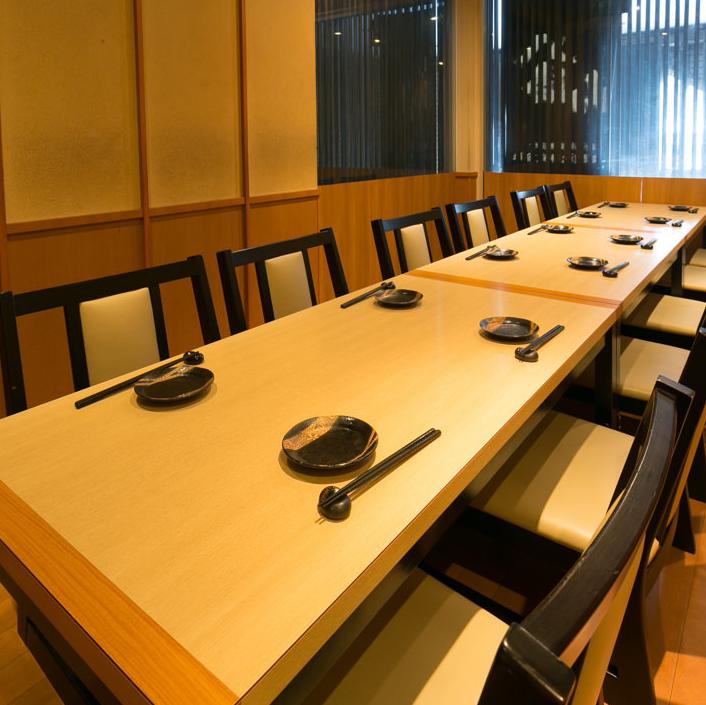 我們正在準備一個完全獨立的房間,可以在二樓用於10至16人。擁有私密氛圍的客房非常適合在團體內享受。因為是受歡迎的私人房間所以提前預訂!