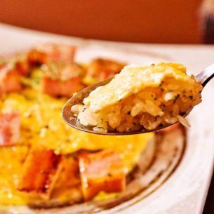 培根和大蒜刨成米飯