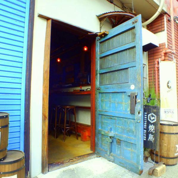 藍色的門是一個里程碑!隨意與友好的朋友們隨意聊天!也請在年終派對和各種宴會上舉辦派對。12人〜OK★宴會套餐2小時,所有你可以喝3,500日元〜對於想要說話鬆散的人,有一個3小時飲料無限課程5000日元。【町田居酒屋烤雞肉串時尚女生協會生日暢飲】