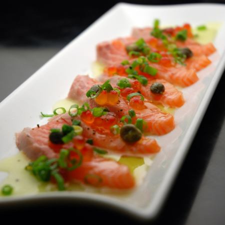 Carpaccio of king salmon and salmon roe