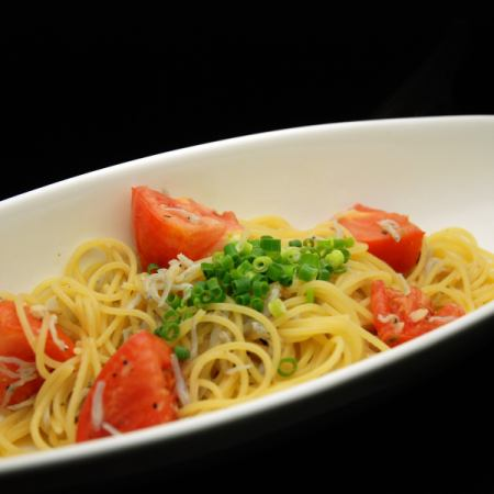 Shirasu and fresh tomato pasta