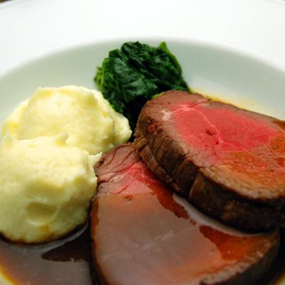 Roast beef of thick cut beef fin meat is even more advantageous!