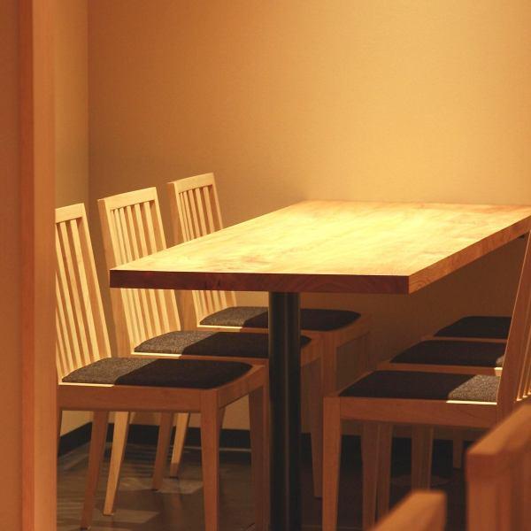 半包房桌席4座。