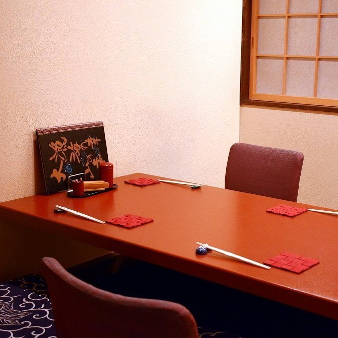 It is a popular seat for women as well as foreigners without feeling well with the atmosphere of the dressing room of the Japanese style room fully reminiscent of Komachi's Komachi.Reservation essential seats will be charged separately.