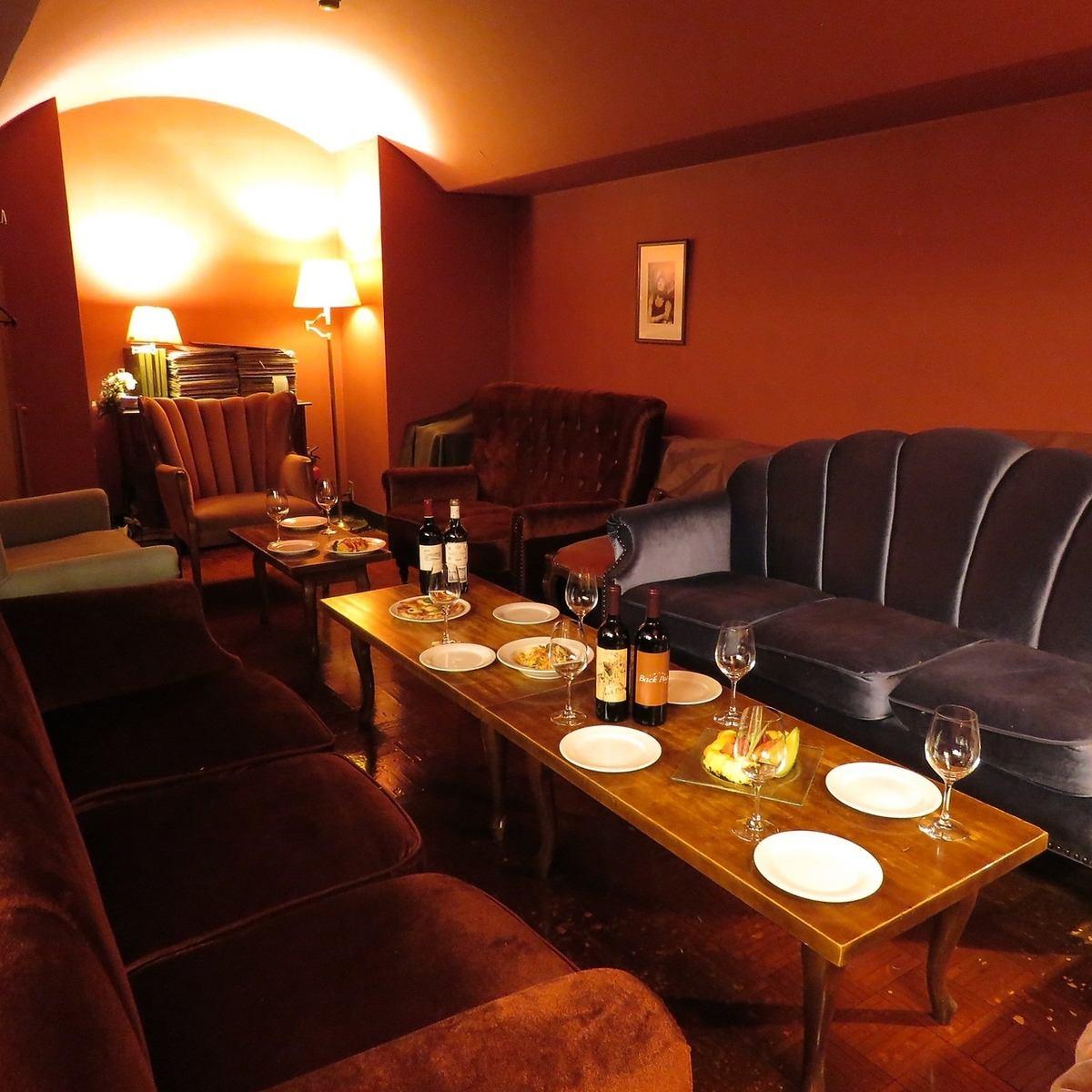 各種ご宴会にお勧め♪フロア貸切もできるソファー席は居心地抜群