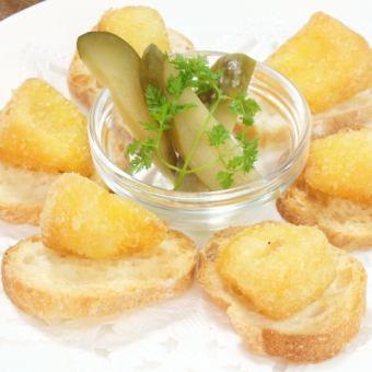 揚げたカマンベールチーズ
