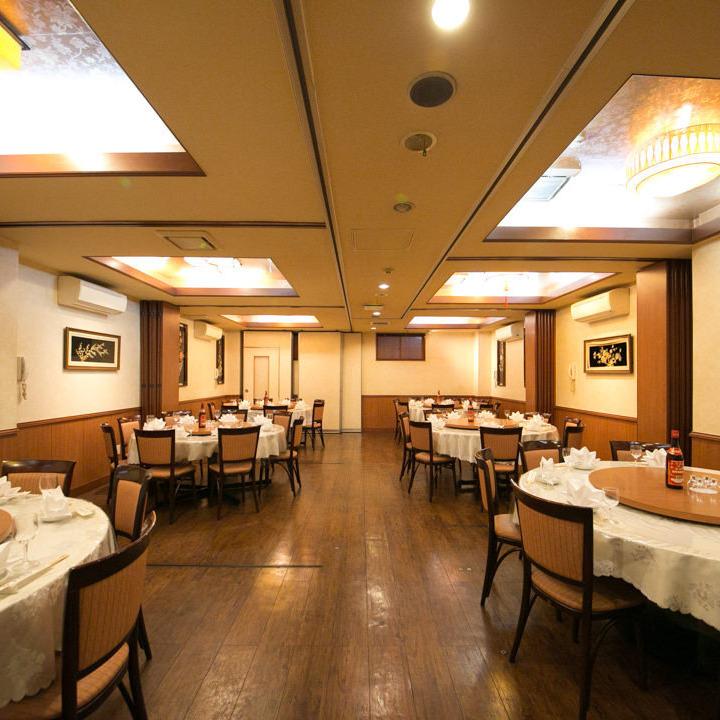 一张桌子最多可容纳20人的圆桌会议室,共有6间客房即使是成人也可在圆桌会议上享受宽敞的宴会!