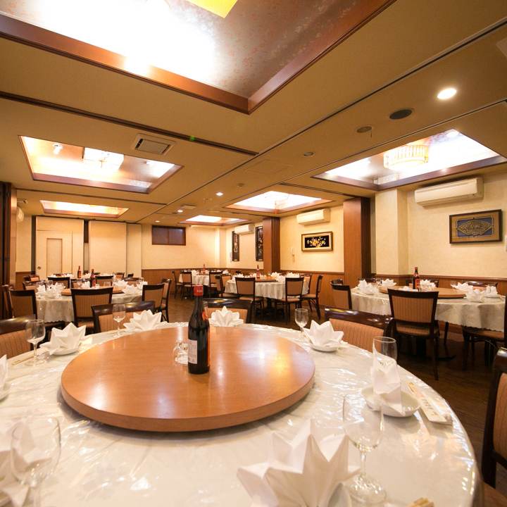 餐饮风格与圆桌激动人心的宴会,通常不同的制作!完美的单人房规格,让您节省时间,不用担心周围,非常方便重要的饭菜!