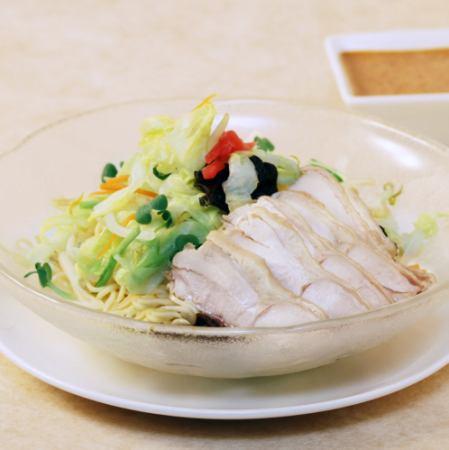 バンバンジー冷麺(※写真)/豚しゃぶ冷麺 /ジャージャー麺