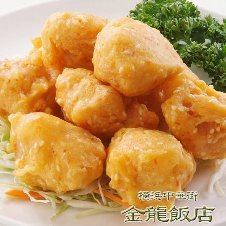Deep-fried chicken with sesame seeds