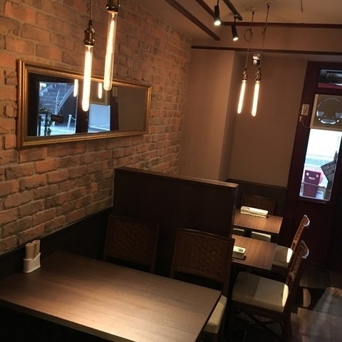 Inside of a chic and calm atmosphere.【Bistro Raccoon offers styles that enjoy French based cuisine not only wine but also sake.Many Japanese wines are also prepared.While watching the wine cellar, you can enjoy your time alone in our single semi-private room.When booking please tell me two main dishes per group.】