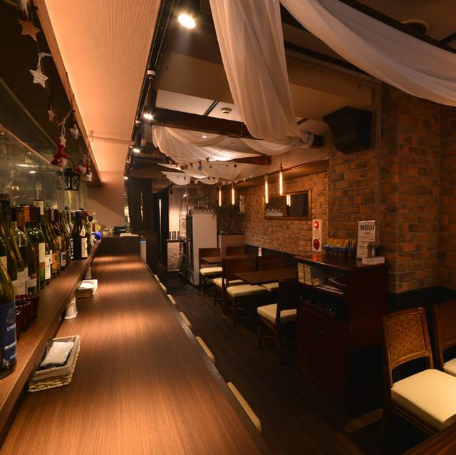可预订10位客人。【Bistro Raccoon小酒馆提供的风格不仅包括葡萄酒,还包括清酒。在观看酒窖时,您可以在我们的单人半私人房间享受您的时光。菜肴从3,500日元起。]