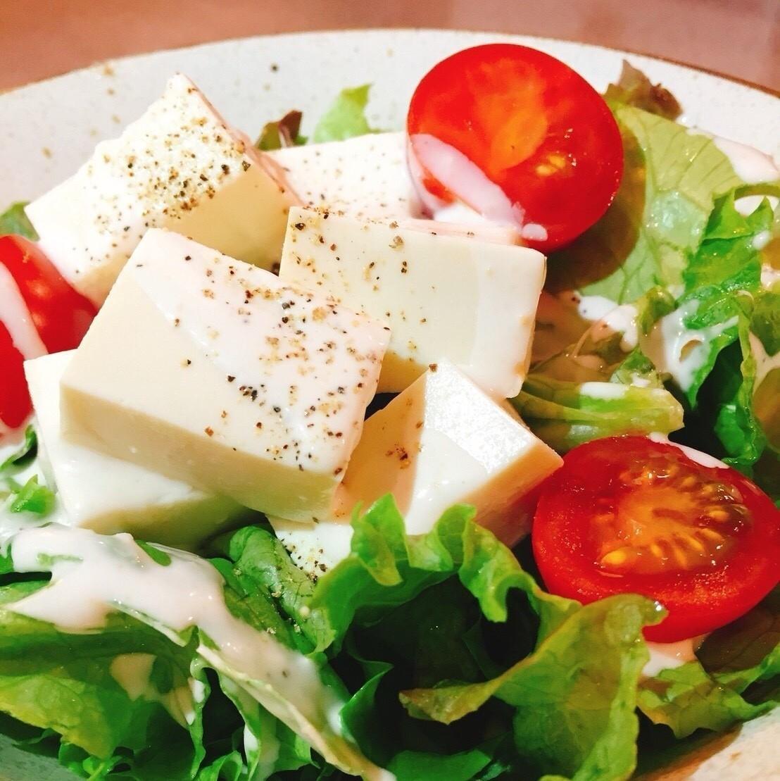 在西田商店的豆腐凯撒沙拉